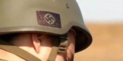 Simboluri naziste pe castile soldatilor ucraineni