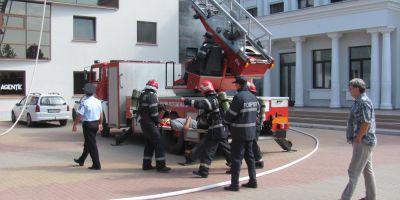 Bloc evacuat la Cluj-Napoca. Un apartament a luat foc