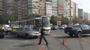 Accident in Bucuresti: un tramvai s-a ciocnit cu un autobuz. 11 oameni au fost raniti