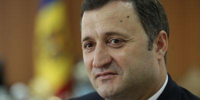 Vlad Filat a fost implicat intr-un accident de masina. Doua persoane din paza politicianului au fost ranite