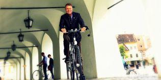 Klaus Iohannis: Indemn cat mai multe persoane sa se deplaseze folosind bicicleta