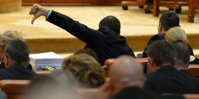 Cum au revenit parlamentarii la vechiul obicei: fuga de Justitie