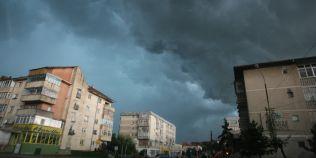 Informare meteo de furtuni si vant puternic, pentru centrul si sudul tarii si zona de munte