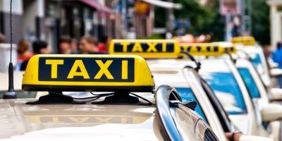 Un taximetrist a trait spaima vietii lui. Doi clienti l-au amenintat cu pistolul si i-au furat autoturismul