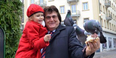 FOTO Patanie nostima pentru Nicolae Robu, primarul Timisoarei, in Piata Victoriei