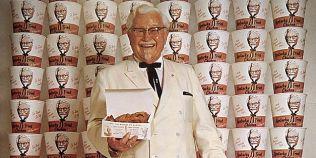 Povestea incredibila a tafnosului Colonel Sanders, creatorul retetei secrete KFC