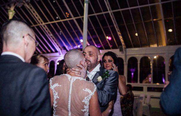 Gestul facut de aceasta MIREASA pentru sotul ei chiar in ziua nuntii a EMOTIONAT intreaga LUME!