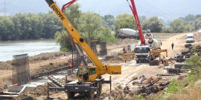 Autostrada Lugoj - Deva, realizata pe jumatate: lucrarile au avansat cu 1 - 5 la suta intr-o luna, pe cele trei loturi