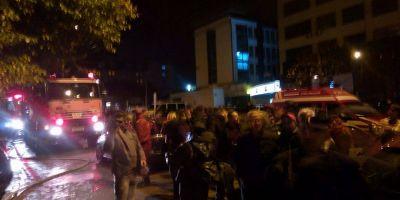 Incendiu puternic intr-un bloc din centrul Pitestiului: