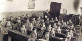 Ce invatau copiii de la tara acum un secol si jumatate. Un invatator avea pe atunci in grija chiar si 100 de elevi