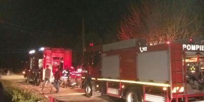 Incendiu puternic la o pensiune din Lisa din cauza unui trasnet. 30 de turisti au fost evacuati