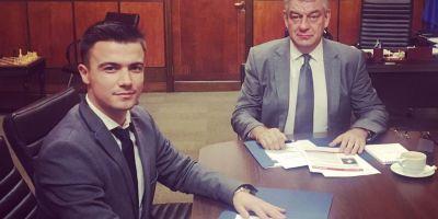 Tanarul alungat de Guvernul Grindeanu, pentru ca a colaborat cu Ciolos, a devenit consilierul premierului Tudose.
