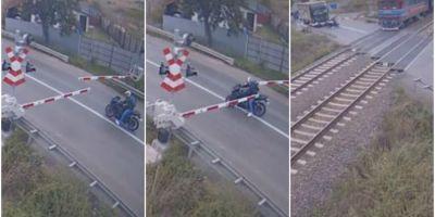 VIDEO Amenda primita de un motociclist care a trecut prin fata unui tren, printre bariere, facand un gest obscen