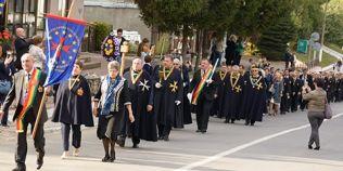 Cavalerilor Vinului European defileaza sambata seara in centrul Bucurestiului. Interviu cu Proconsulul II al Consulatului Romania OEVE