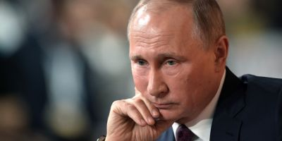 Retragerea lui Putin si destramarea Rusiei la 10 dolari barilul de petrol, printre scenariile pesimiste ale Bloomberg pentru urmatorul deceniu