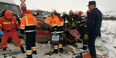 Accident grav in Vaslui: o persoana a decedat, iar alte doua ranite grav in urma impactului dintre un microbuz si un autoturism