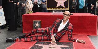RuPaul este primul travestit care a primit o stea pe bulevardul celebritatilor de la Hollywood